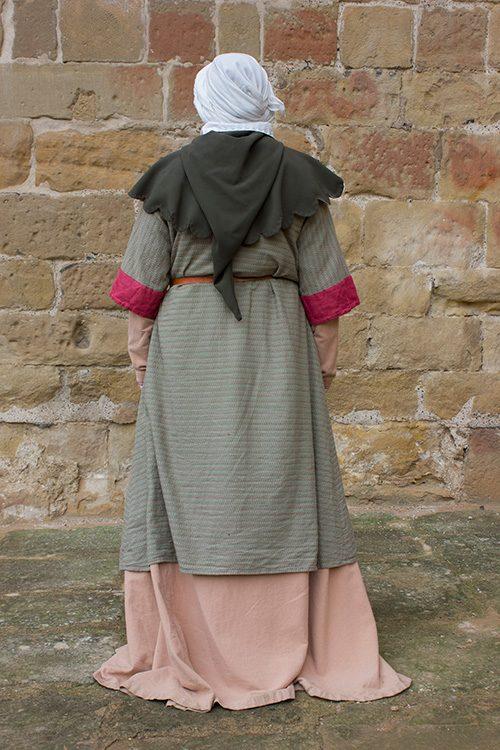 Garnacha medieval mujer
