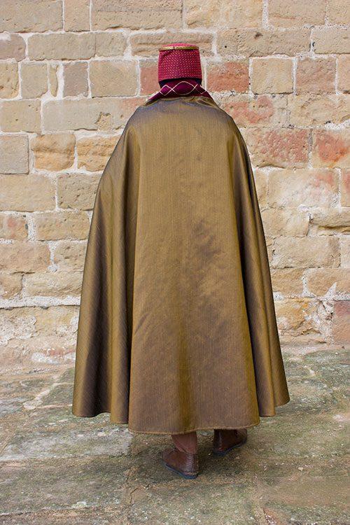 manto medieval hombre