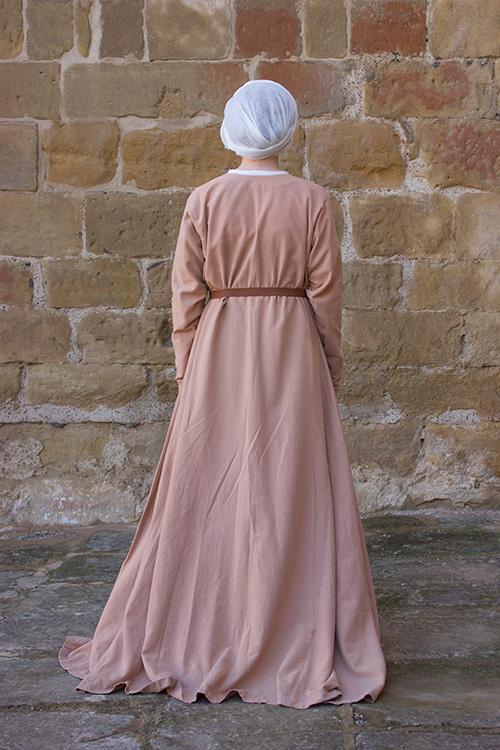 saya medieval mujer