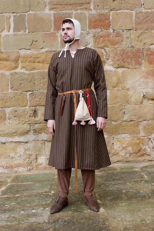 saya medieval hombre