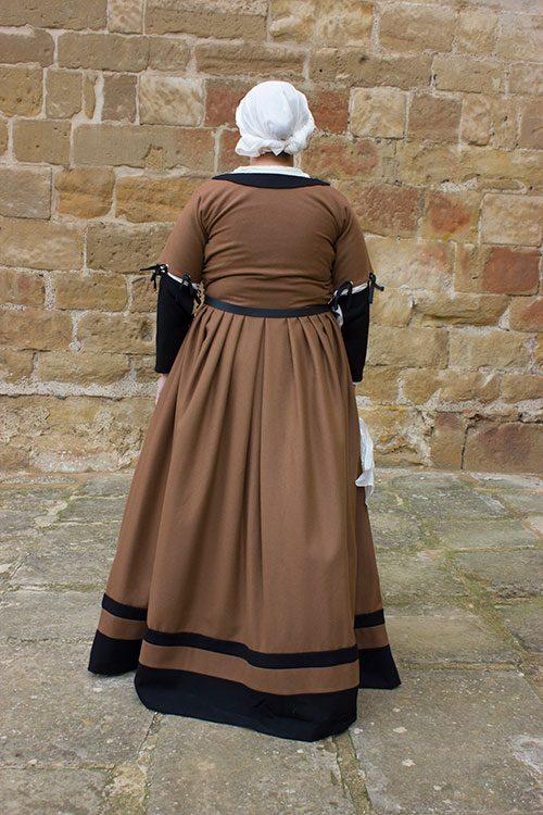 vestido medieval mujer siglo XVI