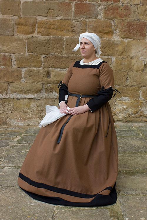 traje medieval mujer siglo XVI